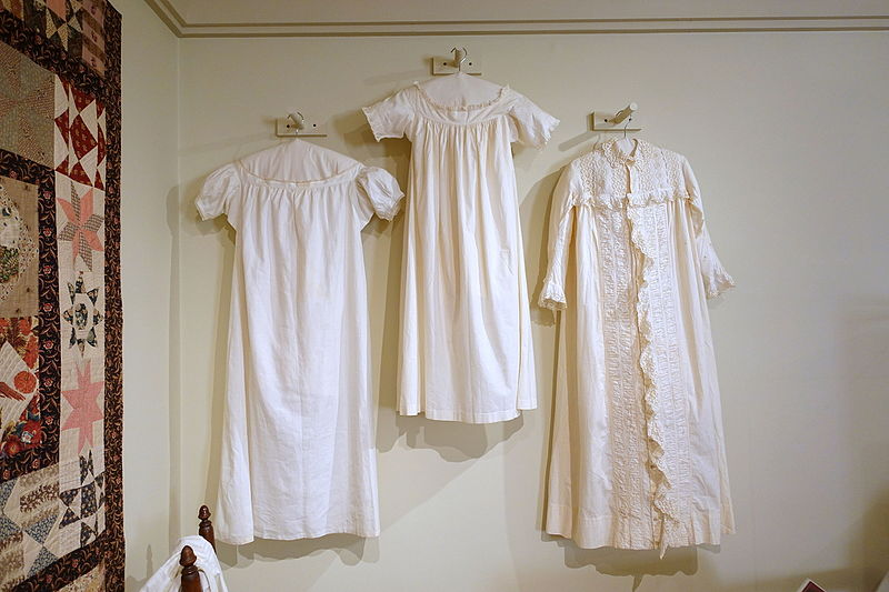 File:Nightgowns, New England, c. 1820-1880, linen and cotton - Concord Museum - Concord, MA - DSC05847.JPG