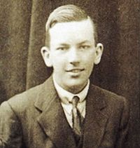 Noel Coward in his teens.jpg