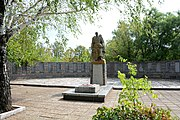 Novospasivka (Osypenko) Brothery Grave of WW2 Warriors 01 (YDS 4920).jpg