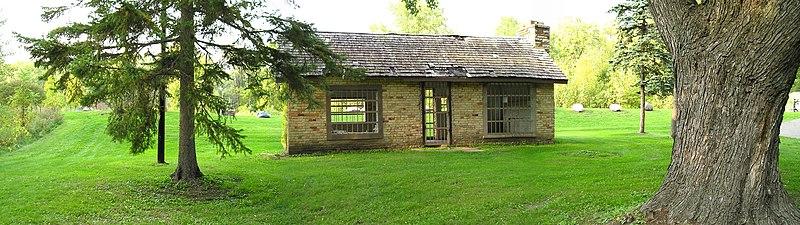 File:Old schoolhouse - panoramio.jpg