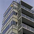 Overzicht van de schade aan de groene, glazen borstweringpanelen, aan de gevelwand Parklaan - Rotterdam - 20388528 - RCE.jpg