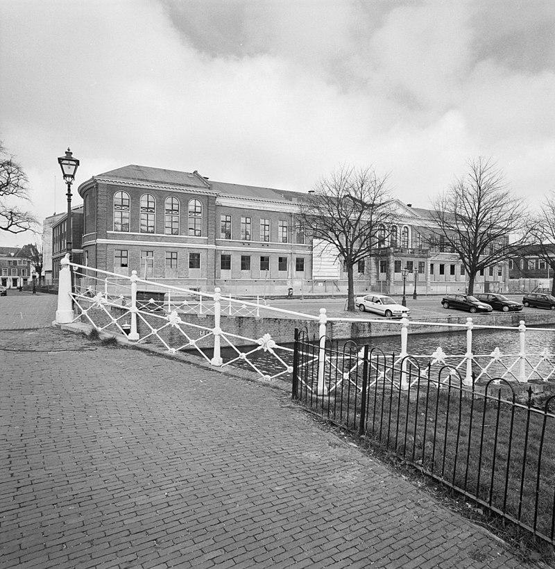 Kamerlingh Onnes laboratorium in Leiden   Monument ...