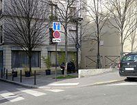 P1310683 Paris XI place Hubertine-Auclert rwk.jpg
