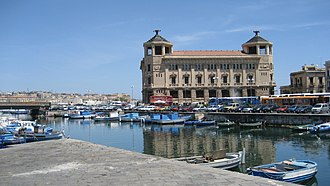 Timeline of Syracuse, Sicily - Image: Palazzo dell poste, porto Siracusa