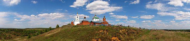 http://upload.wikimedia.org/wikipedia/commons/thumb/4/42/Panorama_skop_monastyr.jpg/640px-Panorama_skop_monastyr.jpg?uselang=ru