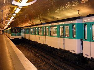 Mairie d'Issy (Paris Métro) - Image: Paris metro Mairie d'Issy 1