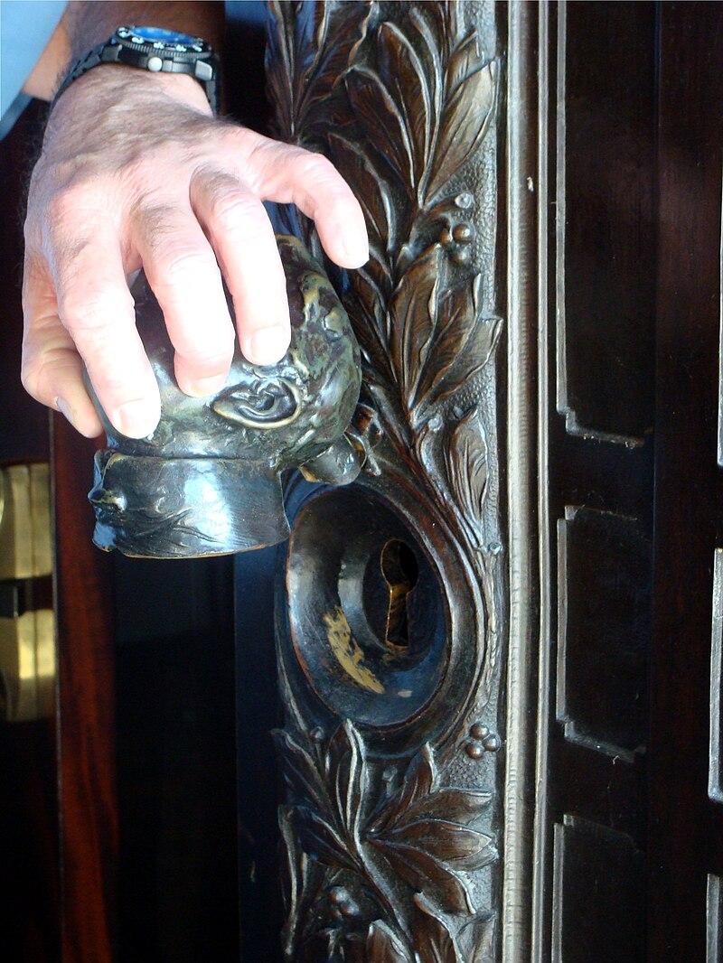 Pennsylvania Capitol front door keyhole.jpg