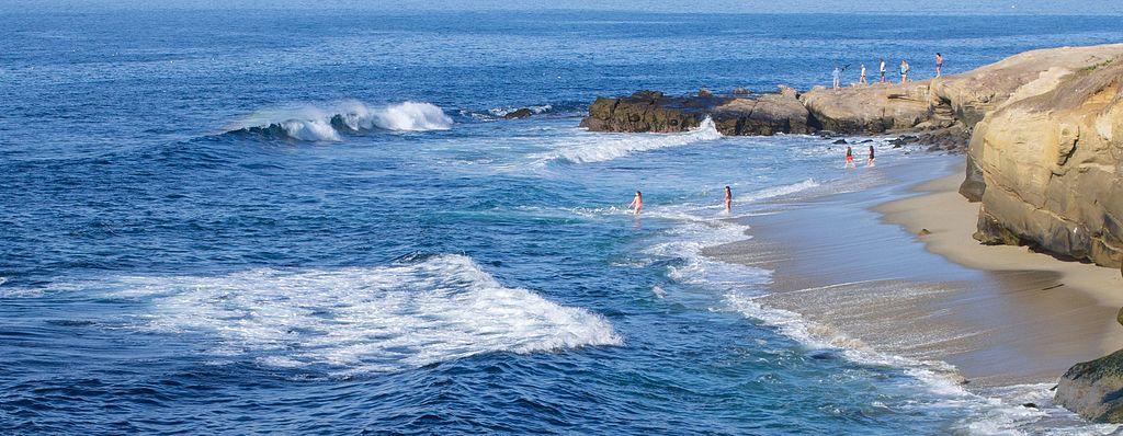 People on the beach in La Jolla (70338)