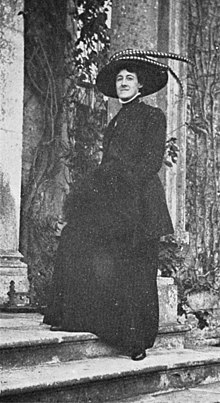 Photograph of Nan Hudson - about 1908.jpg