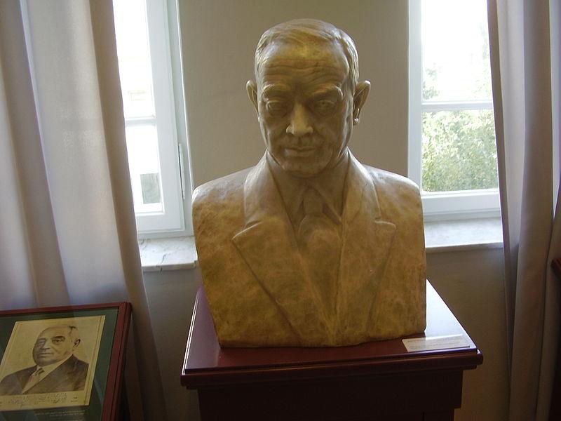 פסל של מאיר דיזנגוף