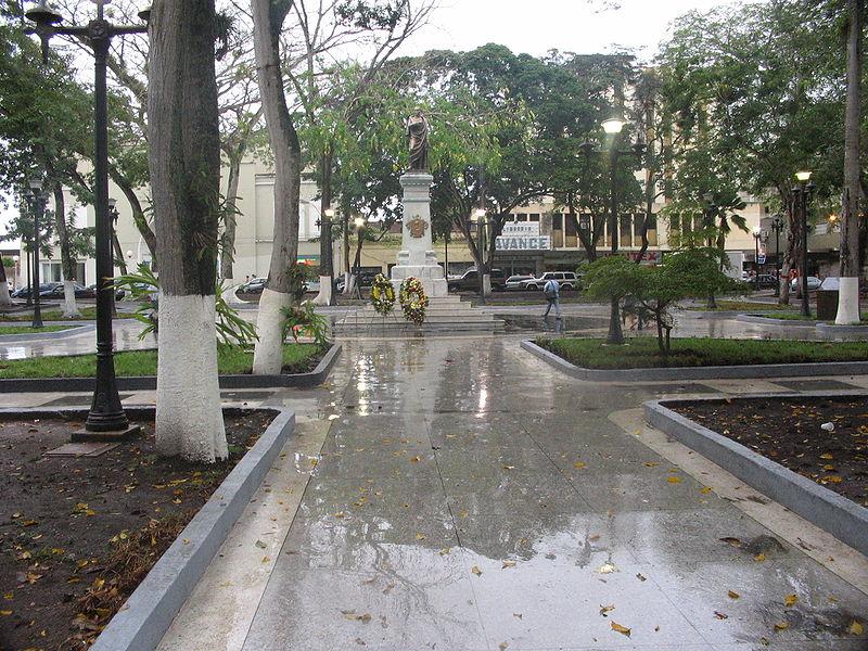 Archivo:PlazaBolivarMaturin.JPG
