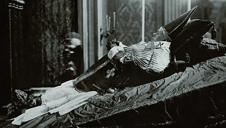 Pius X during his lying in state, 21-22 August 1914 Pope Pius X during his lying in state.jpg