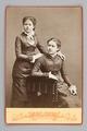 Porträtt. Ellen och Ebba von Hallwyl som tonåringar - Hallwylska museet - 87321.tif
