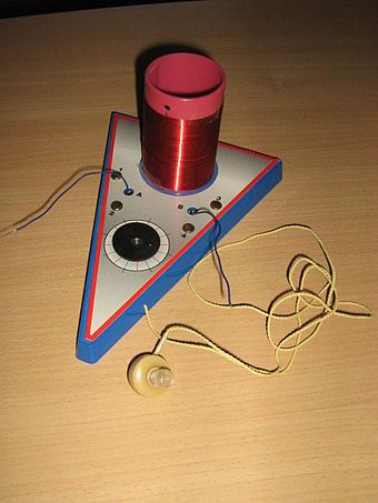 Modern crystal radio with piezoelectric earphone Poste a diode 1.JPG