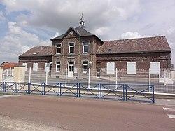 Prémont (Aisne) mairie-école.JPG
