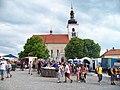 Prčice, Vítkovo náměstí, kostel svatého Vavřince v den pochodu 2011.jpg