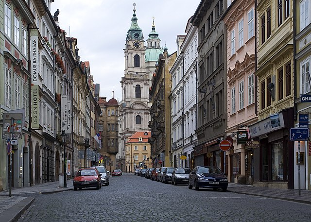 Vue sur une des rues de Mala Strana - Photo de Massimo Catarinella