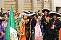 Praha, Staré Město, Prašná brána, mexičtí tanečníci.JPG
