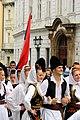 Praha, Staré Město, Prašná brána, srbští tanečníci s vlajkou.JPG