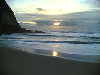 Pôr-do-sol na praia grande.