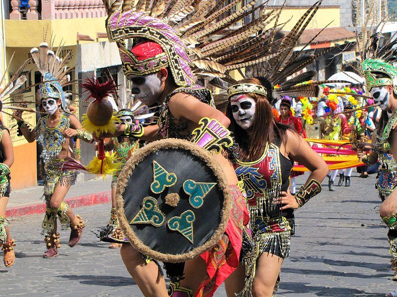 File:Procesión prehispánica del Día de Muertos.JPG
