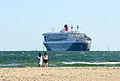 Queen Mary 2 in Port Melbourne (12585021815).jpg