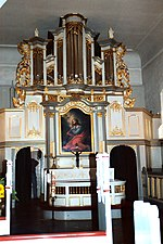 File:Rabenkirchen (Angeln), Mary´s Church, organ and altar.jpg
