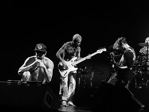 Red Hot Chili Peppers, O2 Arena, London (31293851803)