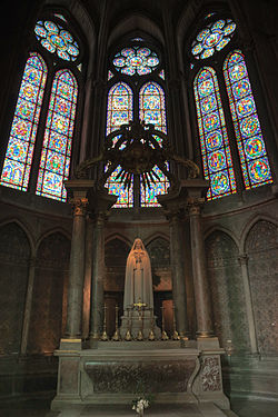 Reims Notre Dame stianed glass 2.jpg
