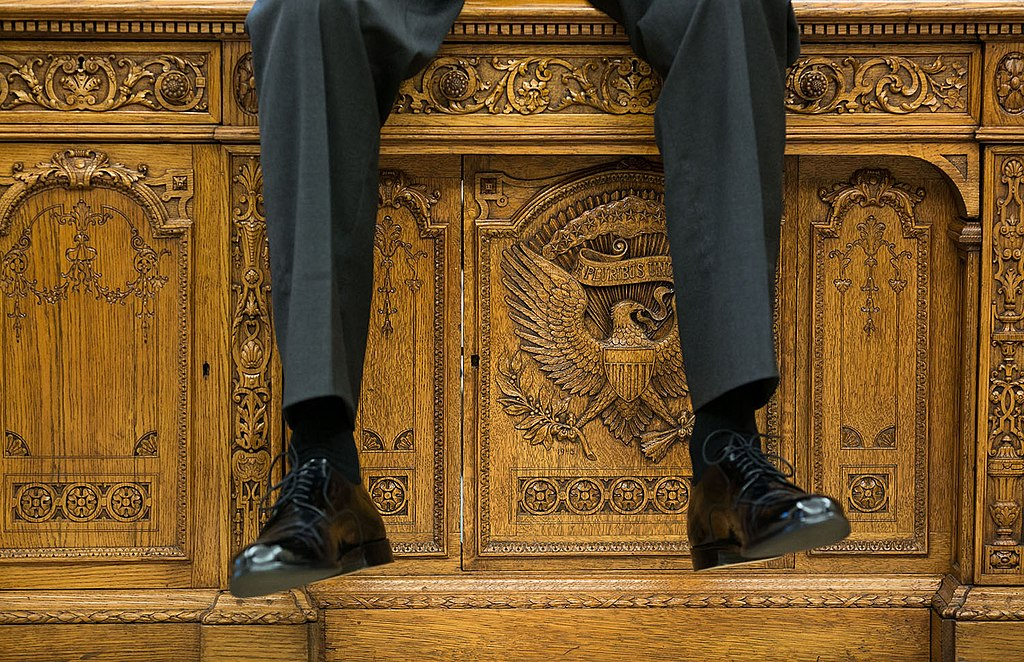 FileResolute Desk as the President was talking with two aides in