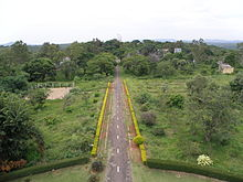 Road to the 93-inch telescope at Vainu Bappu Observatory, seen from top.JPG