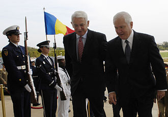 Teodor Meleșcanu - Robert Gates, the United States Defense Secretary (right) escorts Teodor Meleșcanu through an honor cordon into the Pentagon, to talk about bilateral defense issues (September 24, 2008)