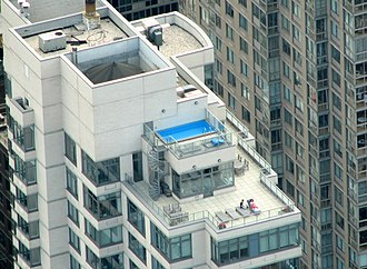 Penthouse apartment - A Manhattan penthouse with swimming pool, as viewed from the Empire State Building observation deck