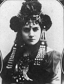 Роза Карон 1900 cropped.jpg