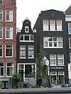 foto van Huis met klokgevel en bovenlicht met snijraamhek