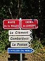 Saint-Just-d'Avray - Panneaux plaque chemin de Longeval (sept 2018).jpg
