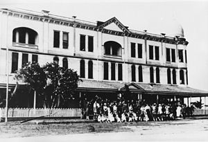 San Leon, Texas - Unidentified gathering in front of the San Leon Motel 1914-1920