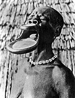 Sara woman with duck-bill modification of the lips. Wellcome M0005675.jpg