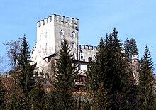 http://upload.wikimedia.org/wikipedia/commons/thumb/4/42/Schloss_Itter.JPG/220px-Schloss_Itter.JPG