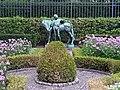Schlosspark-Bellevue Fuchsiengarten Knabe-mit-Pony 2.jpg