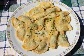 Mezzelune - Schlutzkrapfen with spinach and ricotta filling