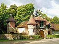 Senlis (60), chatelet d'entrée du château de Valgenceuse.jpg