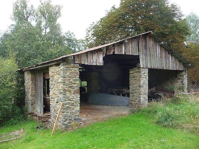 Le Grand-Moulin de Villance et plus précisément: les façades et toitures de l'immeuble principal comprenant la meunerie et le bâtiment de la scierie; l'intérieur de la meunerie et de l'ensemble de la machinerie; l'intérieur de la grange; l'intérieur de la scierie et de ses machineries (M). Les terrains faisant partie de la propriété comprenant notamment l'étang et le bief (S).