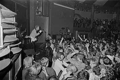The Sex Pistols on stage at the Student Society in Trondheim, 1977 Sex Pistols i Norge, 1977 (6262827245).jpg