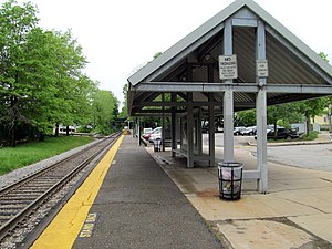 Shelter at Bellevue station, May 2012.JPG