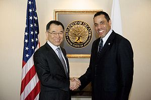 Anthony W. Miller - Image: Shinichi Yamanaka and Anthony W Miller 20120312
