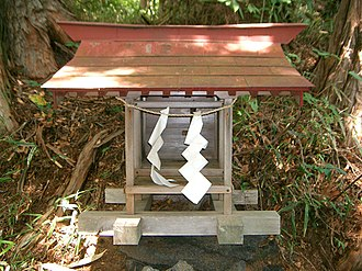Shide (Shinto) - A Shinto shrine with shide made out of unprocessed hemp fibre.
