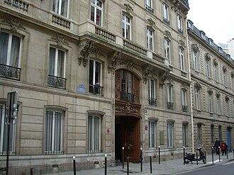 Alliance Israélite Universelle - Entrance to the seat of the Société d'histoire des Juifs de Tunisie and the Alliance israélite universelle in Paris.