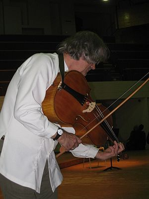 Sigiswald Kuijken - Sigiswald Kuijken with a viola da spalla, 2008