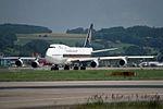Singapore Airlines Boeing 747-412 9V-SPE (27203906462).jpg